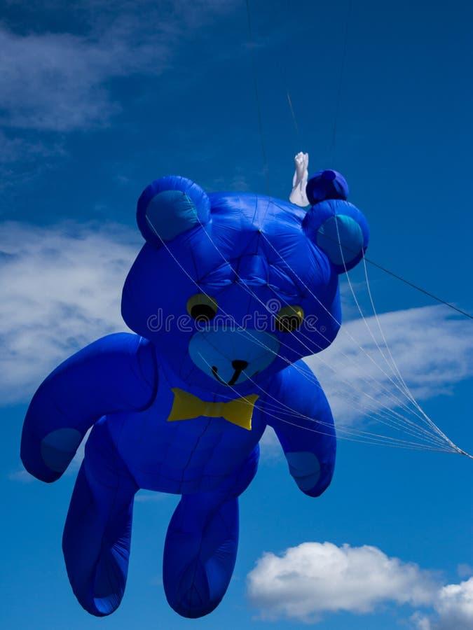Grote teddybeer gevormde vlieger royalty-vrije stock afbeelding