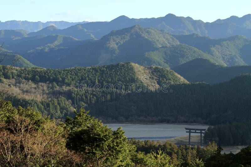 Grote torii van ex Het heiligdom van Kumanohongu Taisha, mening van Kumano-bedevaartroute stock afbeelding