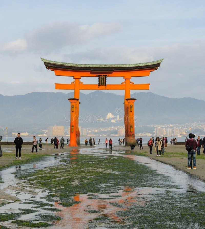 Grote Torii van Itsukushima-Heiligdom in Miyajima, Japan royalty-vrije stock afbeelding