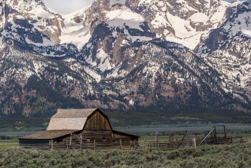 Grote van het de berglandschap van de tetons moulton schuur oude het westenspookstad royalty-vrije stock fotografie