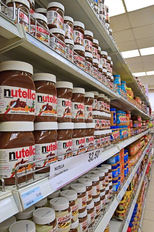 Grote Verscheidenheid van Breadspread op Supermarktplank stock foto