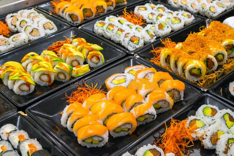 Grote verscheidenheid van sushibroodjes stock fotografie