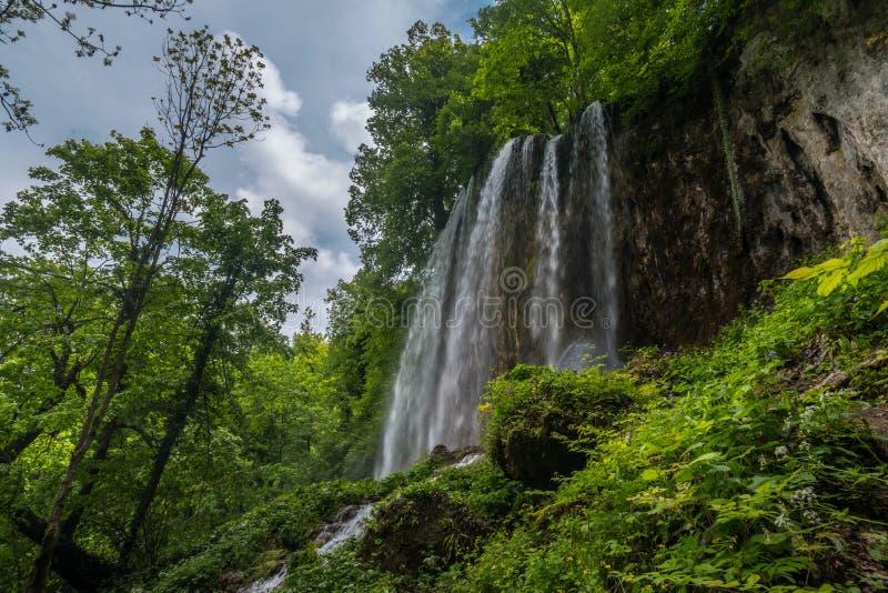 Grote Waterval Skakavac in Slatinski Drenovci royalty-vrije stock foto's