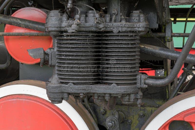 Grotere details op de oude stoomlocomotief Zware ijzerdelen Locomotief voor een deel Close-up stock afbeeldingen
