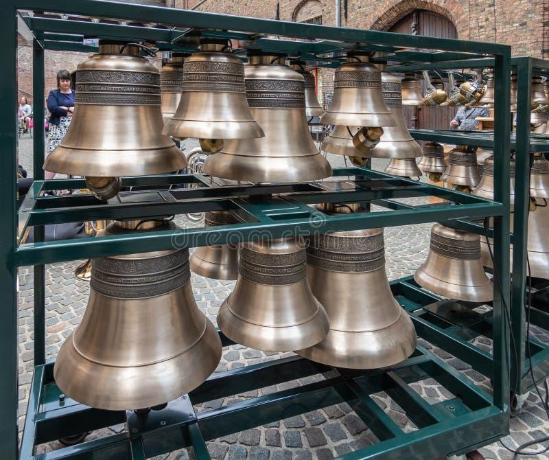 Grotere selectie van Petit en Fritsen-klokken van carillon in Brugge, Vlaanderen, België stock foto's