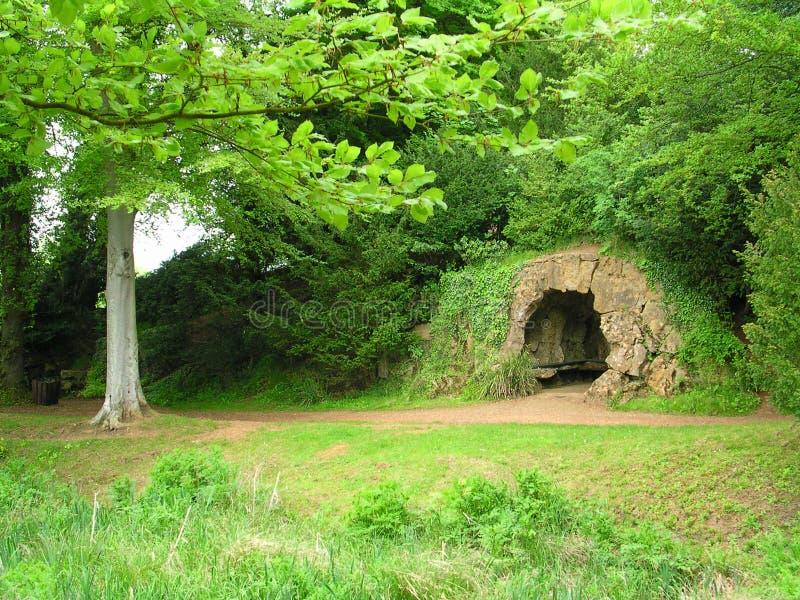 Download Grotta arkivfoto. Bild av gräs, geologi, green, trees, cavern - 28414