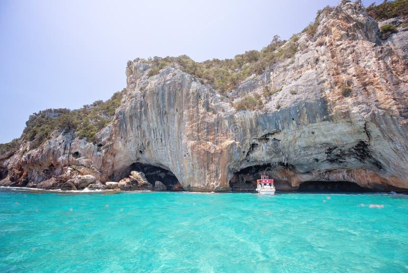 GROTTA DEL BUE MARINO, κοντά στην παραλία Cala Luna, Sardegnia, Ιταλία στοκ φωτογραφία με δικαίωμα ελεύθερης χρήσης