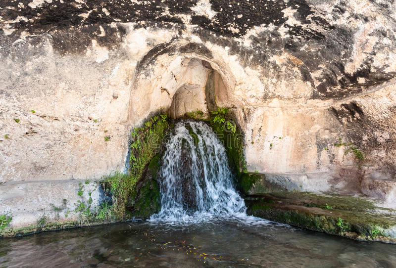 Grotta del Ninfeo konstgjord grotta av den Temenite kullen arkivfoton