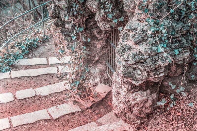 Grotta della città fotografie stock libere da diritti