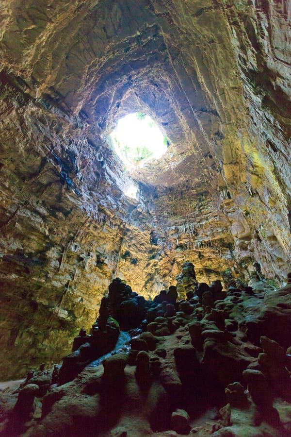 Grotta di Castellano, Apulia - гигантская система пещеры под sur стоковое изображение rf