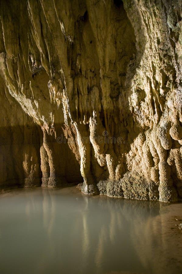 grotta djupt royaltyfria bilder