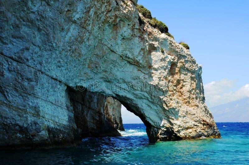 Grotta i det blåa havet fotografering för bildbyråer