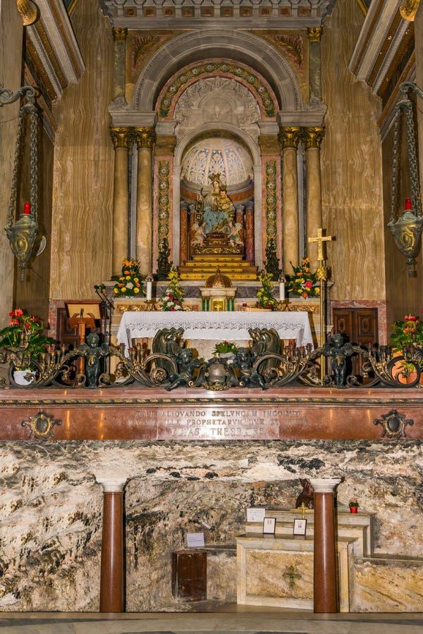 Grotta och altare i Stella Maris royaltyfri fotografi