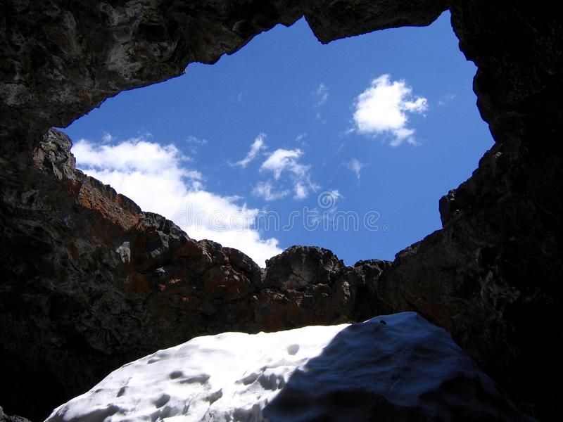 Grotta på krater av den nationella monumentet för måne arkivbild