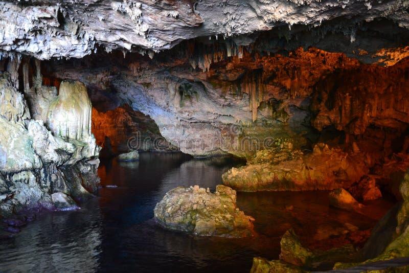 Grotta sjö royaltyfri foto