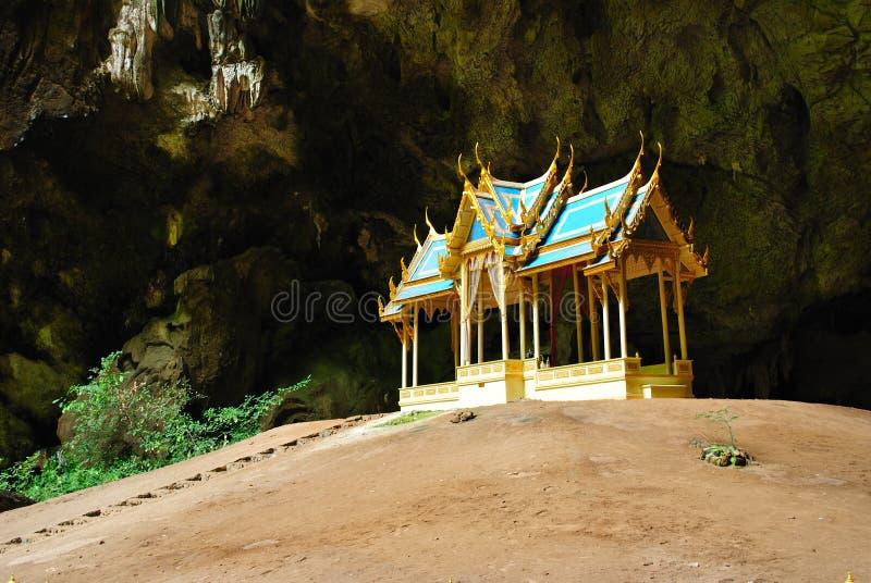 grottabiskopsstol royaltyfri foto