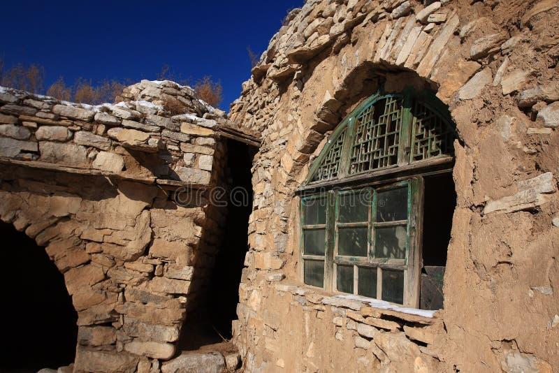 Grottaboningar i northwest Kina royaltyfria foton