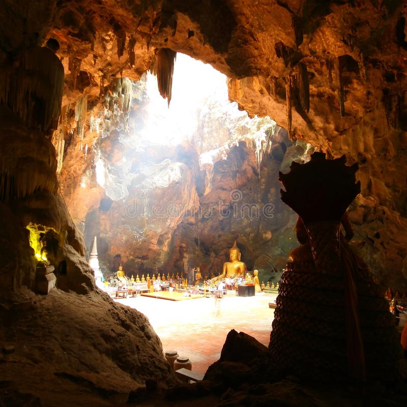 Grottabuddism Phetchaburi Thailand arkivbilder