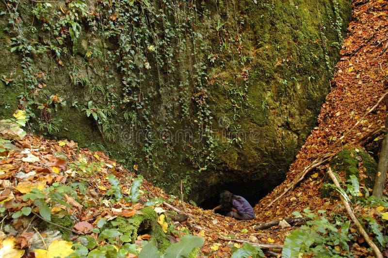 grottaingångsexponering som skjutas long arkivbilder