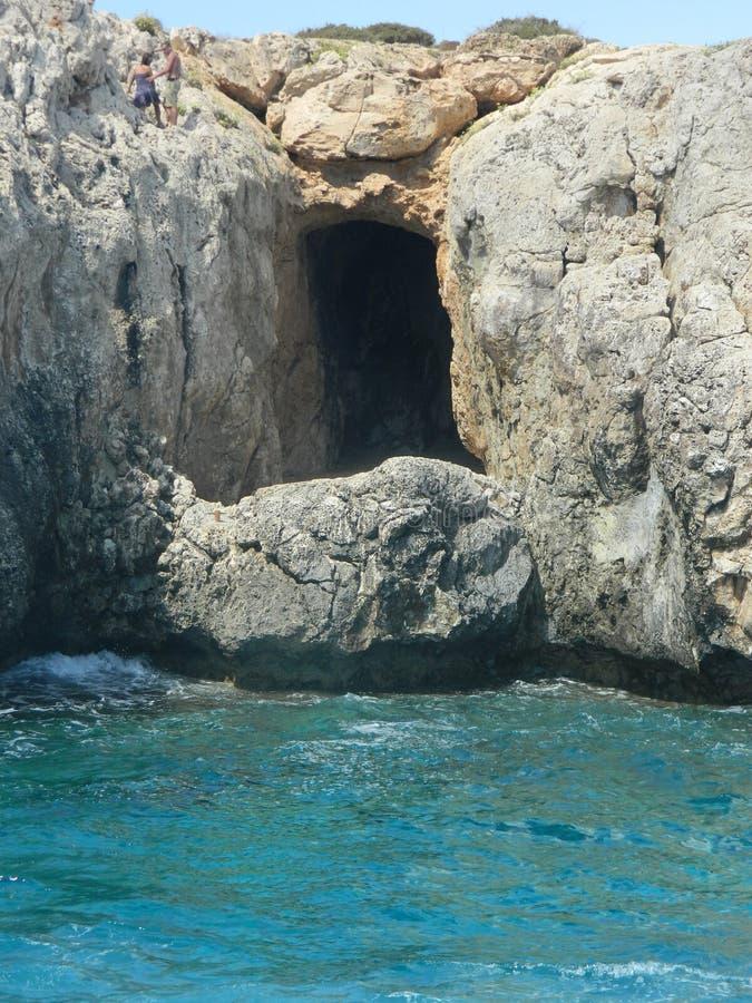 Grottan de första kristerna på ön av Cypern royaltyfria foton