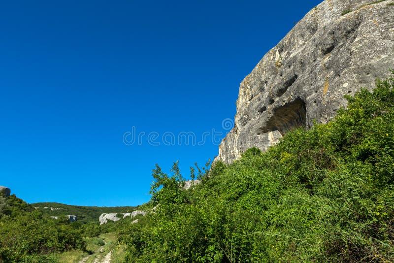 Grottastad i den Cherkez-Kermen dalen, Krim royaltyfria bilder
