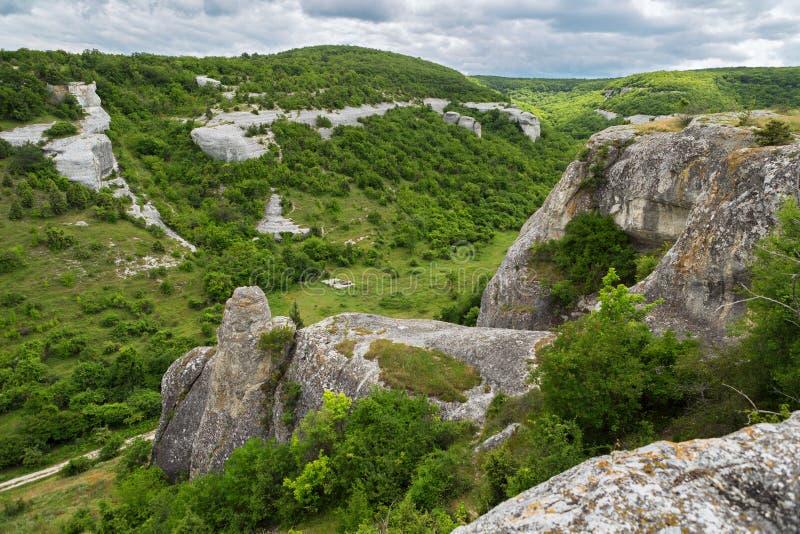 Grottastad i den Cherkez-Kermen dalen, Krim royaltyfri bild