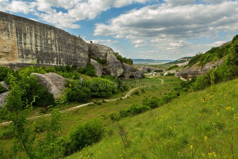 Grottastad i den Cherkez-Kermen dalen, Krim royaltyfria foton
