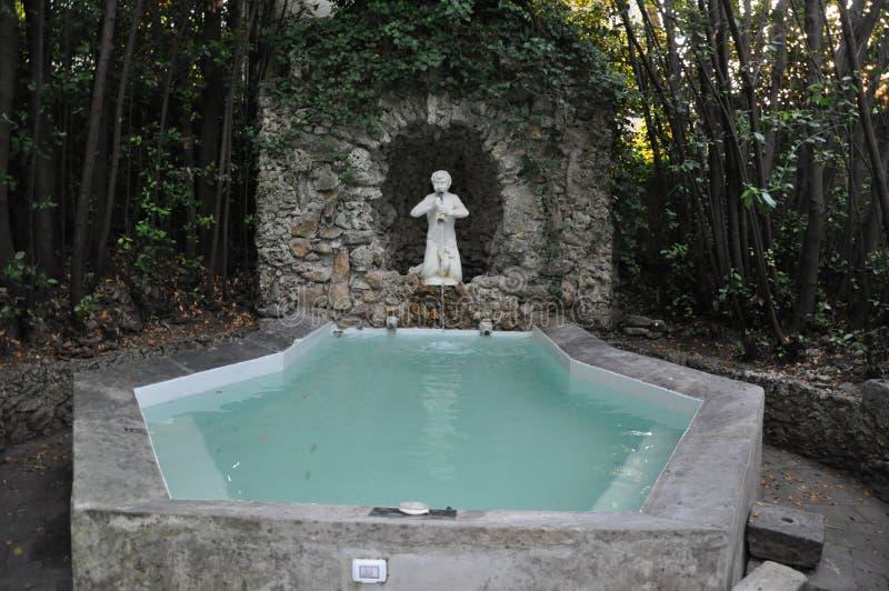 GrottaTuscan för klassisk hottub utomhus- villa Italien royaltyfri foto