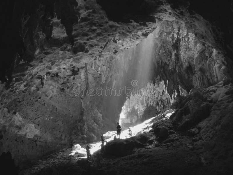 grottautforskare royaltyfria bilder