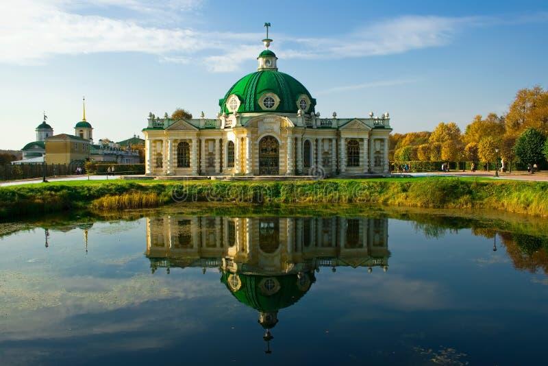 Grotte de pavillon dans Kuskovo image stock