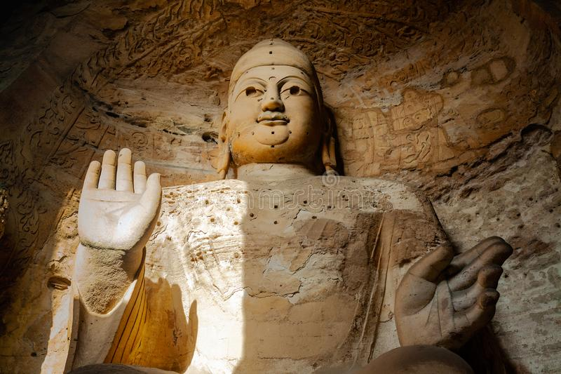 Grottes de Yungang, bouddhisme Géant Bouddha de la caverne 3 Datong, Shanxi La Chine 6 décembre 2015 photographie stock libre de droits