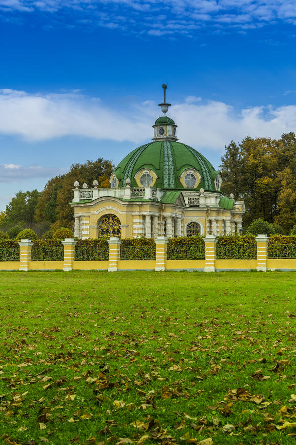Grotto, αγροτικό σπίτι Kuskovo στοκ εικόνες