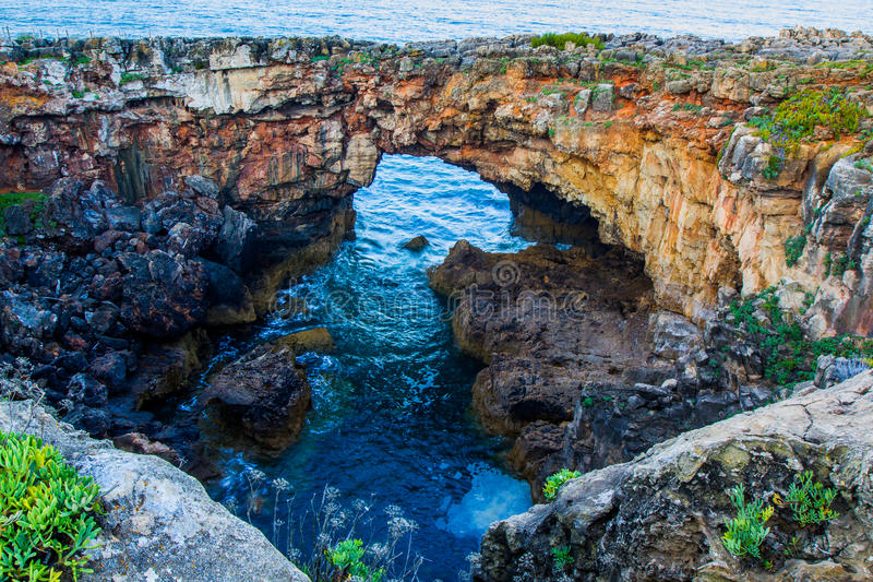Grotto Boca de Inferno (bocca dell'inferno) Portogallo immagine stock libera da diritti