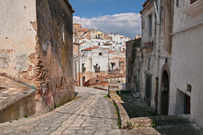 Grottole, Matera, Basilicata, Italië: oude steeg in de oude stad royalty-vrije stock afbeeldingen