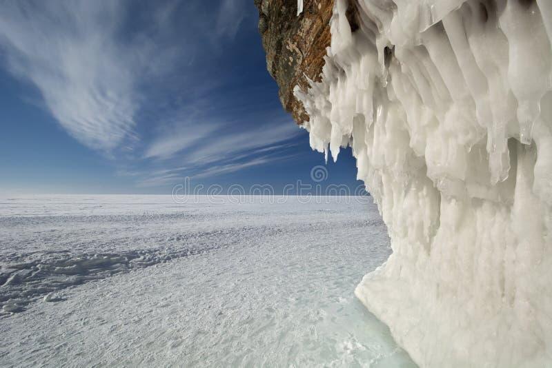 Grottor för apostelöis på djupfrysta Lake Superior, Wisconsin royaltyfria foton