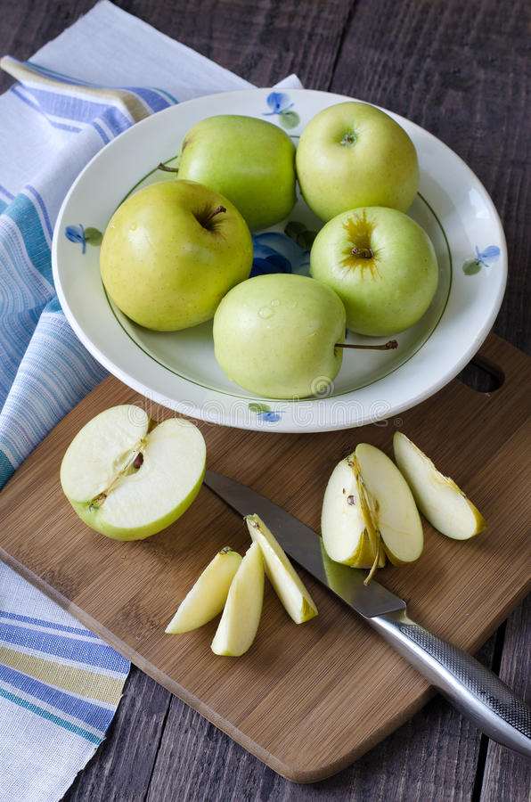 Free Group Of Apples Royalty Free Stock Images - 57776909