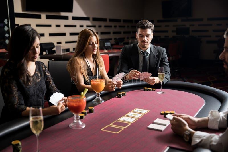 Казино для серьезных людей online casino бонус без депозит