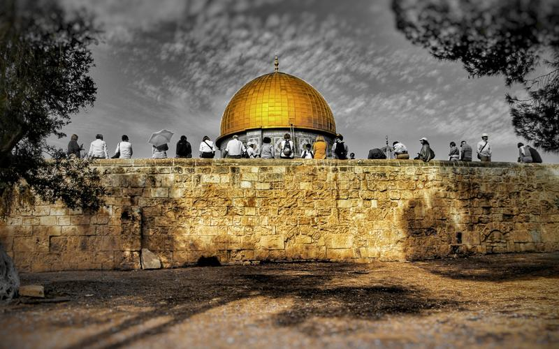 A group of tourists rests in front of the Dome of the Rock in Jerusalem, Israel royalty free stock photo