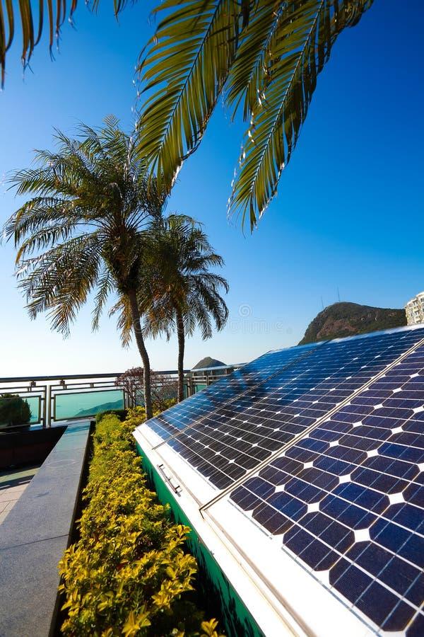 Groupe électrogène à énergie solaire pour le développement durable images stock