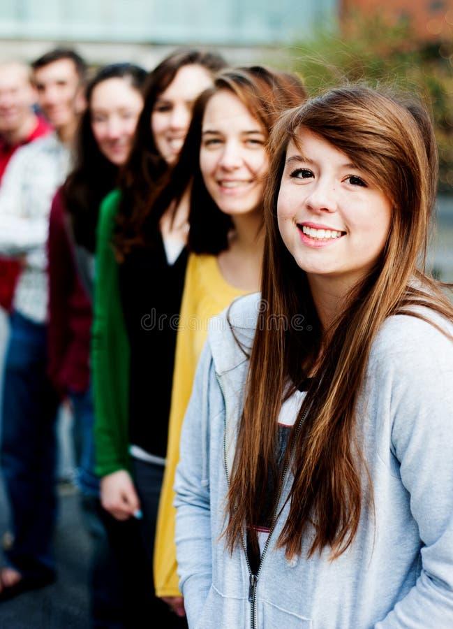 Groupe d'étudiants à l'extérieur photo libre de droits