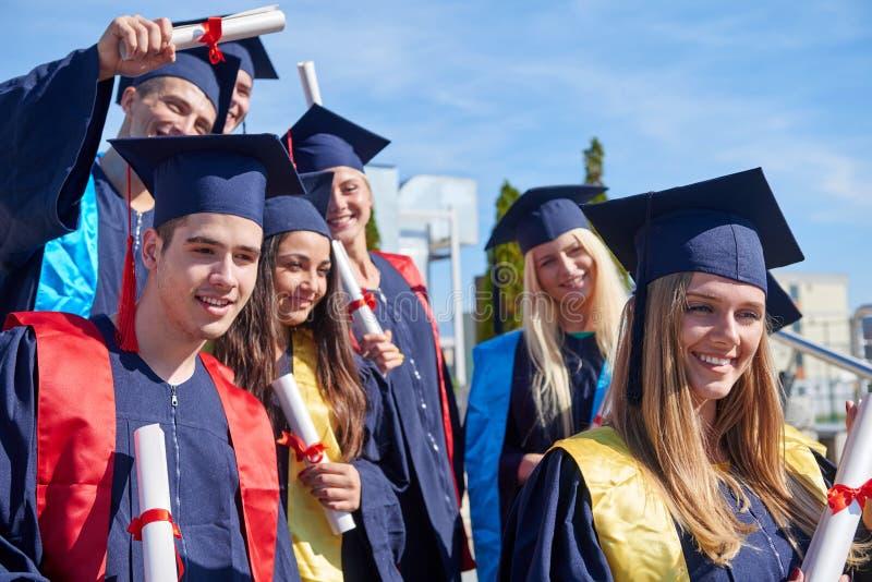 Groupe d'étudiants de jeunes universitaires photo libre de droits