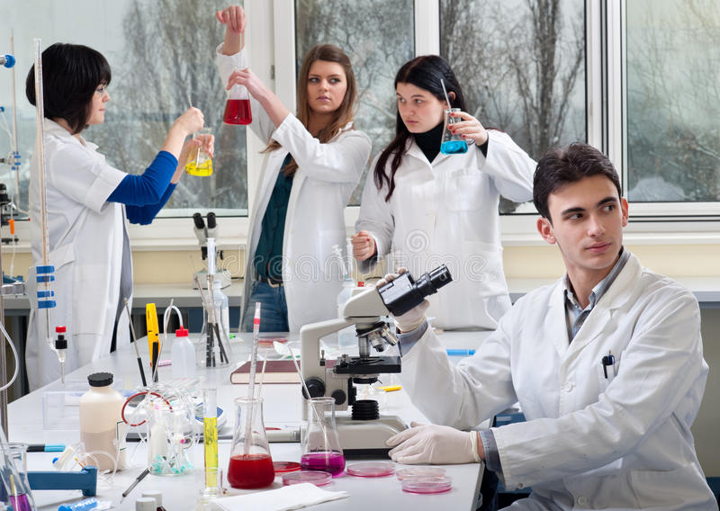 Groupe d'étudiants en médecine photographie stock libre de droits