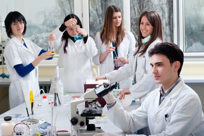 Groupe d'étudiants en médecine image libre de droits