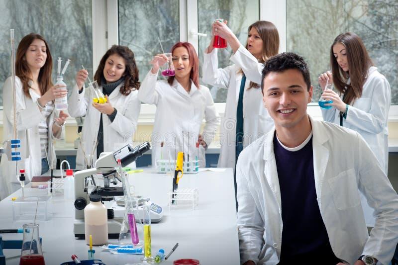 Groupe d'étudiants en médecine photo libre de droits
