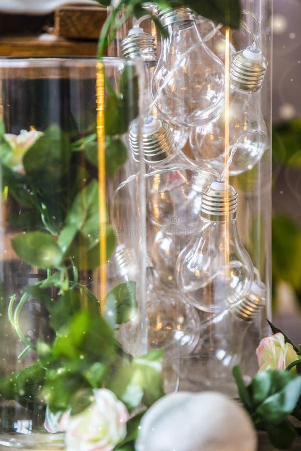 Groupe d'ampoules dans un vase images stock