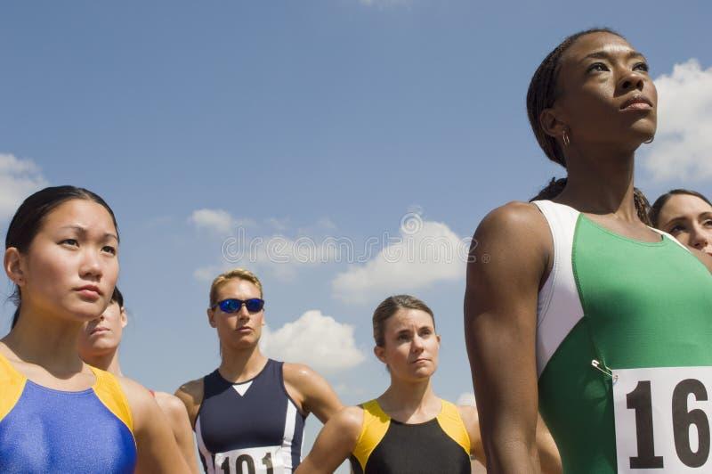 Groupe d'athlètes féminins images libres de droits