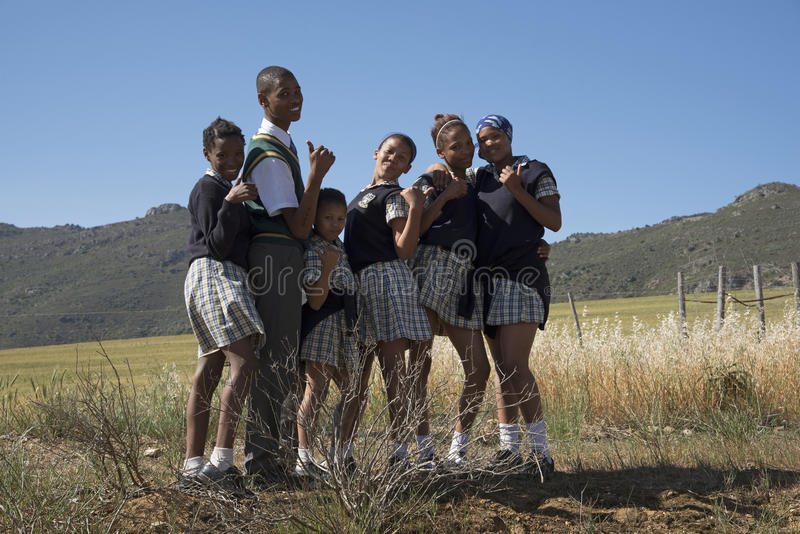 Groupe d'enfants dans la campagne Afrique du Sud photographie stock