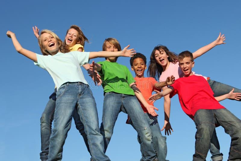 Groupe d'enfants divers de gosses photographie stock