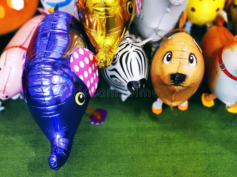 Groupe de ballons animaux colorés mignons photo stock