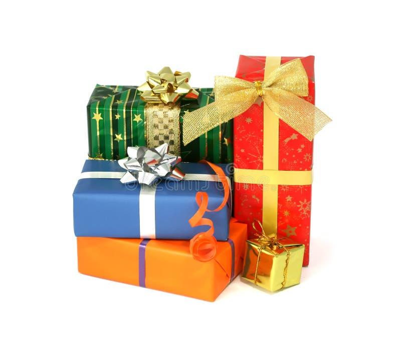 Groupe de cadeaux de Noël d'isolement sur le blanc photographie stock libre de droits